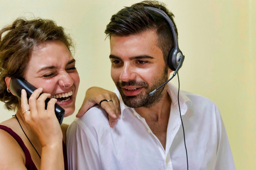 How Virtual Phone Systems Are Saving Small Businesses